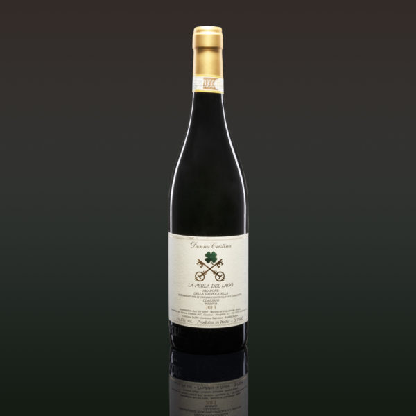 La Perla del Lago - Amarone della Valpolicella Classico Riserva D.O.C.G. Great vintage wine with a long story to tell. Complex nose and palate with a remarkable variety of aromas. We have the exclusive on the 2013 vintage, because the technical level of wine is very high. It is an ideal Amarone for palates trained in eleborated and complex wines. Very defined boisée note. Not suitable for delicates palates. Listen to the description