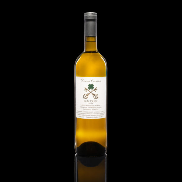 Malvasia Bianca I.G.P. This pure Malvasia of Calabria, not sweet, is produced on a small extremly well cared parcel. The quantities are limited. The limestone soil is exposed to the sun. The straw yellow color and the delicately fruity and aromatic taste make it a particular wine, suitable for palates looking for unconventional flavors in whites. Listen to the description