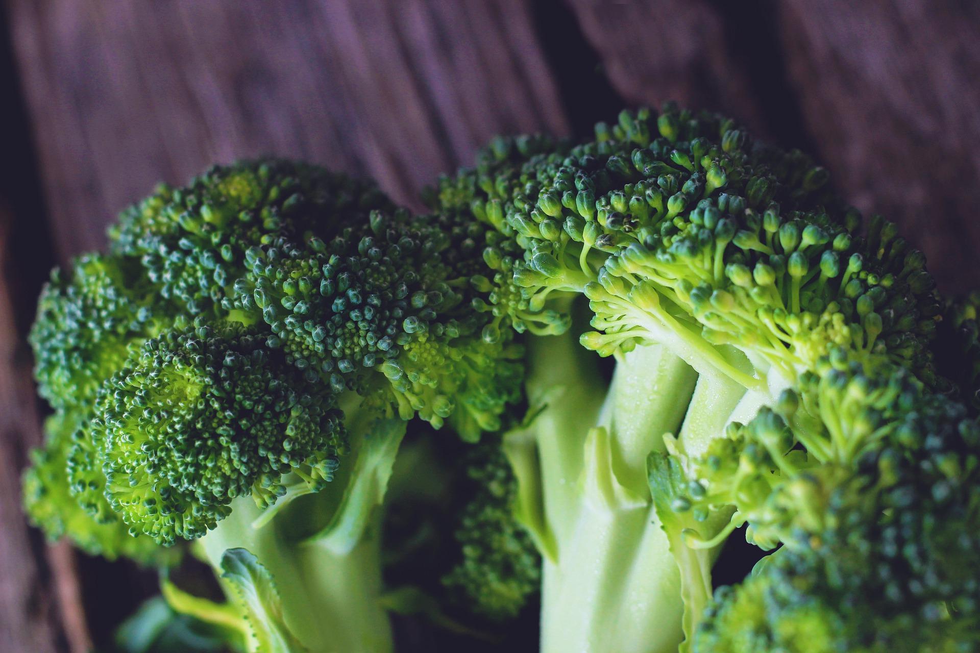 Flan di broccoli con salsa di acciughe