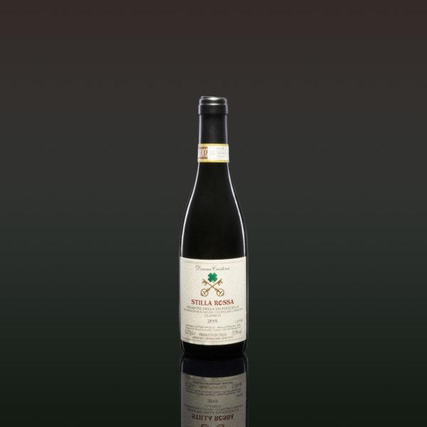 Stilla Rossa - Amarone della Valpolicella Classico D.O.C.G. Dieser Amarone wurde geschaffen, um einen Wunsch für unsere Kunden zu erfüllen. Viele haben uns nach einem Amarone Mignon Format gefragt, um das Vergnügen und den Luxus zu haben, es auch in der Woche öfter zu probieren, einfach ein Tropfen als kurzer und intensiver Genuss. Wir ließen uns einen ätherischen und flüssigen Amarone erschaffen, der jederzeit verkostet werden kann, der den Geist stärkt, ohne die Beine zu belasten. Intensive granatrote Farbe und ein kirschroter Duft. Im Abgang leicht gewürzt mit bitteren Mandeln Note. Hören Sie sich die Beschreibung an