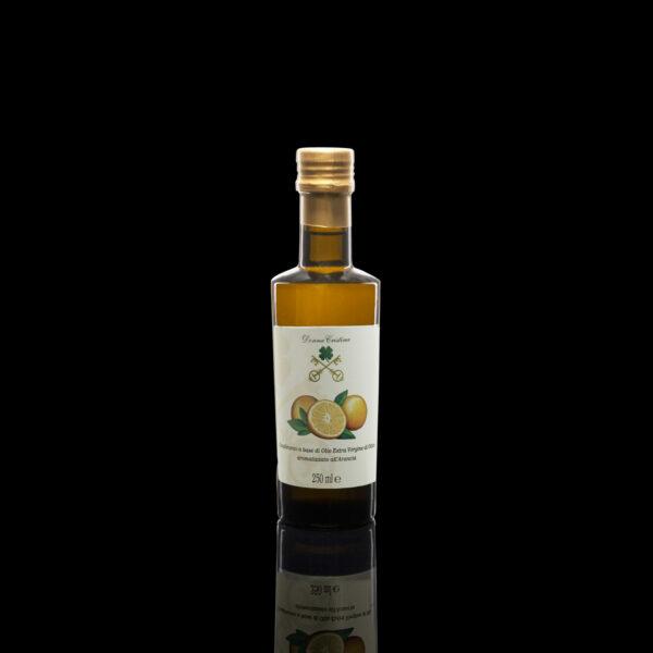 Huile d'olive extra vierge aromatisée à l'Orange Fruit antiseptique et antioxidant, l'orange est utilisée depuis l'Antiquité pour soulager la toux et la fatigue chronique, la dépression, une mauvaise circulation et les infections cutanées.